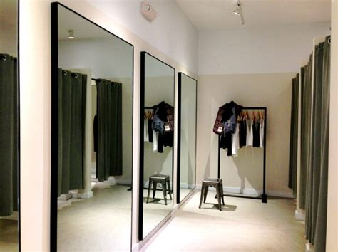 Dressing Room : How To Find Hidden Cameras In Fitting Rooms