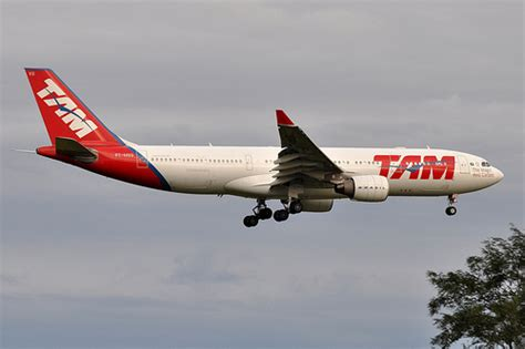 TAM Airlines (TAM Linhas Aereas) - Airbus A330-200 - PT-MV… | Flickr - Photo Sharing!
