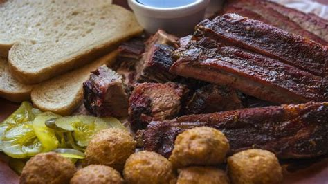 lunch  barbecue newcomer slaps bbq draws long lines
