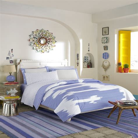 wall decorating ideas for teenagers bedroom awesome bedspreads for decor with beds and Bedroom