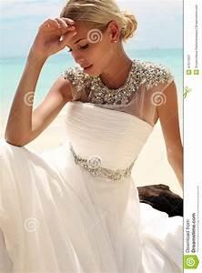 beautiful bride in wedding dress posing on beautiful With acheter une robe