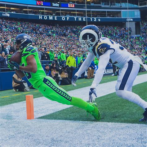 seattle seahawks defeat  los angeles rams   thriller