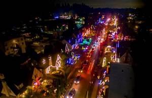 Hood River Tree Lighting 10 Enchanting Christmas Towns In Oregon That Feel Like You