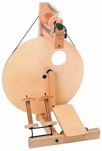 Louet Auto : louet s 10 single treadle spinning wheel spinning equipment halcyon yarn ~ Gottalentnigeria.com Avis de Voitures