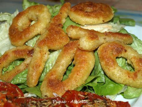 comment cuisiner le calamar beignets de calamars frits sur lit de salade pique