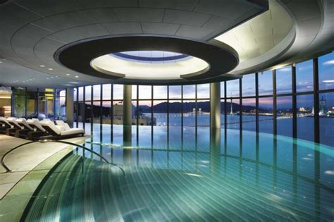 24 Photos Of 10 Most Amazing Pools In The World