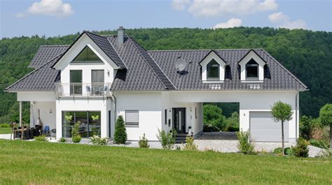Moderne Häuser Mit Gauben by Exklusive Stadtvilla Mit Walmdach Gauben Und Erker