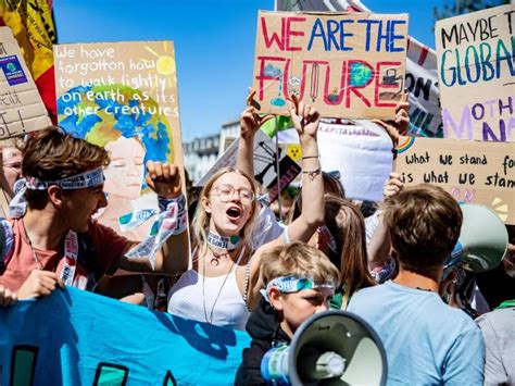 Fridays for future is a global people's movement for climate justice. Regensburg: Verkehrsbehinderungen wegen Fridays For Future ...