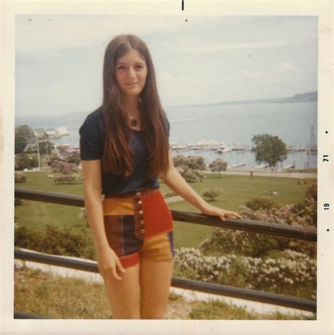 25 Cool Polaroid Prints Of Teen Girls In The 1970s Youth