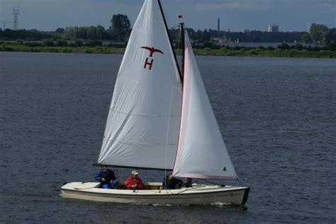 Valk Zeilboot by Vlag Sloepenverhuur Zeilbotenverhuur Hoogenboom Kaag