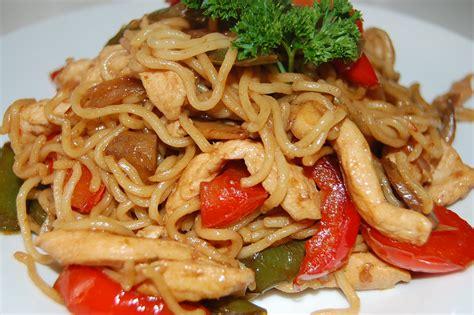 cuisine chinoise recette nouilles chinoises au poulet toi moi cuisine