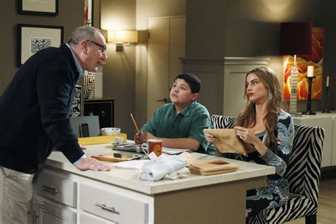 modern family season 5 episode 22 quot message received quot guide