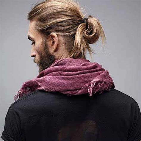 messy man bun  undercut pelo largo hombre peinados