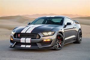 2016 Ford Mustang Shelby GT-350R Gray 3/4 Front View In Desert | Kimballstock