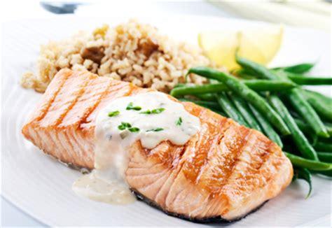 comment cuisiner des pav駸 de saumon comment cuisiner le saumon 28 images les 185 meilleures images 224 propos de