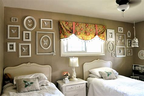 This easy craft idea also adds to any diy home decor & keep memories preserved. designing life: Empty Frame Wall Art