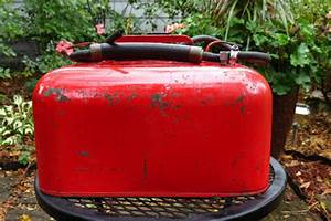Find Vintage 3 Gal   Metal Gas Can Outboard Boat Gas Fuel Tank Can W  Hose And Bulb Motorcycle In