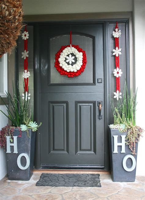 how to decorate a christmas door 50 best christmas door decorations for 2017