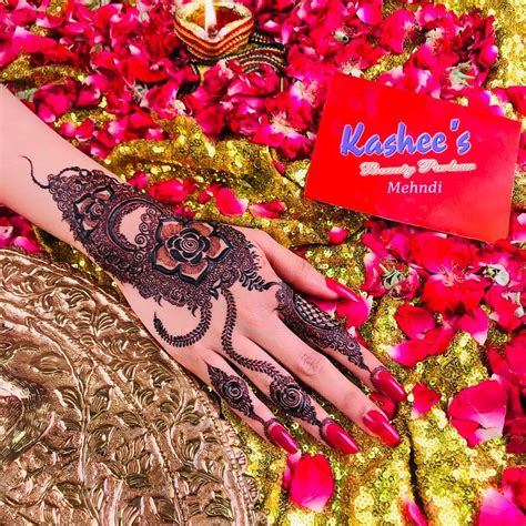 The kashee's mehndi artistry is the mixture of contrary kashee's mehndi is not only for the bride's but also for teenager girls. Mehndi Eid Flower Kashees Mehndi Design Simple - Cute Mehndi Design