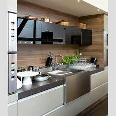 Eine Minimalistische Küche Mit Schwarz Glänzend Und Matt