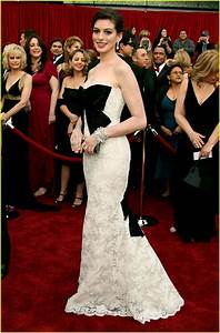 Anne Hathaway @ Oscars 2007: Photo 53831 | Anne Hathaway ...