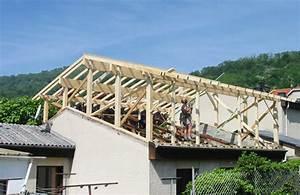 Rehausse Velux Toit Faible Pente : agrandissement de toit solutions prix moyen au m2 et d marches ~ Nature-et-papiers.com Idées de Décoration