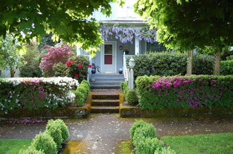 What Does Your Front Yard Landscape Say About You? The