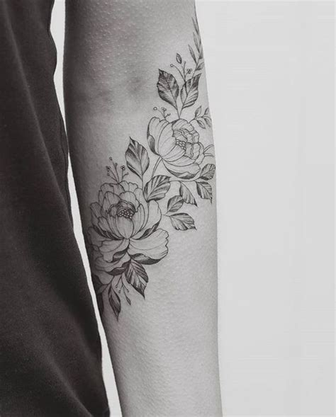 foto de Tatouage pivoine sur l'avant bras 15 idées de tatouages