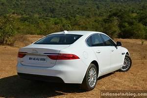 Jaguar Xf Pure : new jaguar xf 2 0 diesel pure rear three quarter review ~ Medecine-chirurgie-esthetiques.com Avis de Voitures