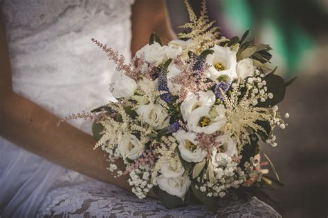 bridal bouquets olive  love