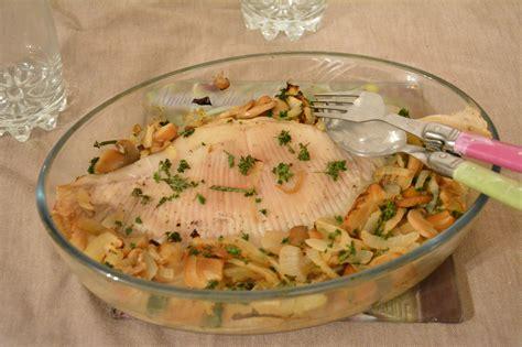cuisiner la saumonette aile de raie au four vin blanc et chignons au fil du