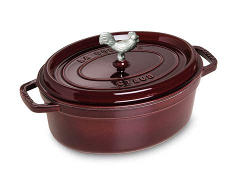le creuset aubergine staub coq au vin oval oven 4 25 quart aubergine 3690