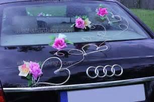 decoration mariage voiture décoration de mariage décoration voiture de mariage fleurs mauve ivoire voiture décorations