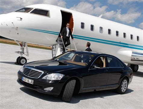 Limo Shuttle Service by Five Common And Smart Reason To Hire Limo And Shuttle