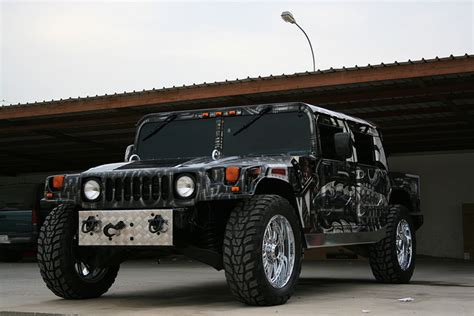 Custom Hummer H1 Mixes Off-roading With Bling