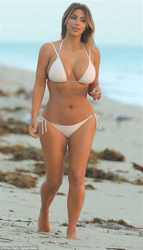 Kim Kardashian Miami Le Mars Pour L Inauguration D Une Pictures To Pin On Pinterest