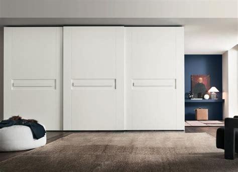 armoire chambre porte coulissante armoire blanche dans la chambre 224 coucher 25 designs