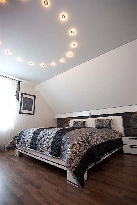 Decke Renovieren Und Gestalten Mehr Als Nur Weisseln by Schlafzimmerdecke Gestaltet Bilder