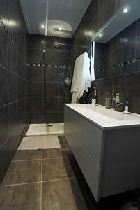 salle de bain renovee par de grands carreaux de carrelage With lovely quelle couleur avec gris anthracite 4 quelle couleur salle de bain choisir 52 astuces en photos