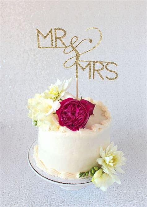 diy cake topper tutorial  cricut hey wedding lady