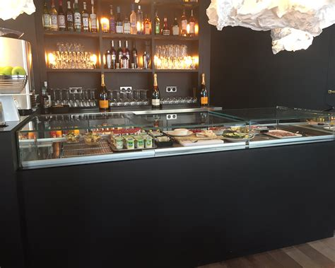 agencement bar comptoir comptoir bar et vitrine froide sur mesure d un hotel 4