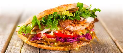eating  gardaland raptor kebab