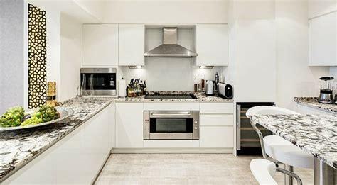 deco chambre à coucher luxueux appartement avec vue à dubaï vivons maison