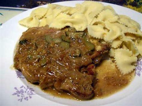 cuisiner cotes de porc recette de cotes de porc en saupiquet