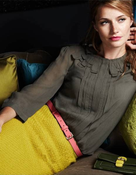 Chic Ideas for Gray and Yellow Outfits - Sortashion