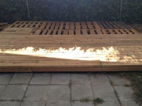 Patios con deck hechos de palets   Guía de Jardinería