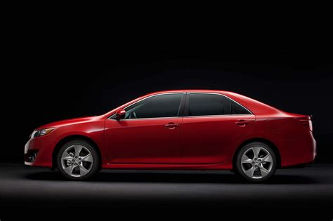 toyota camry se  side photo studio red color