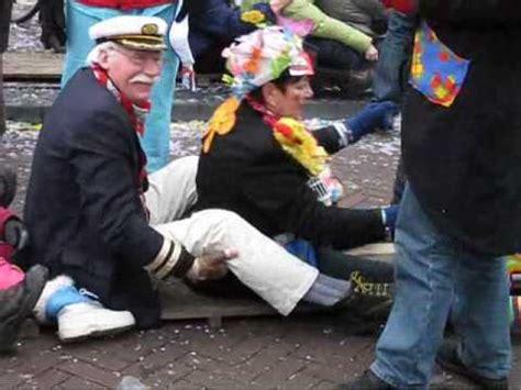 Roeien Liedje by Etten Leur Carnaval 2010 Mami Record Roeien Wmv Youtube