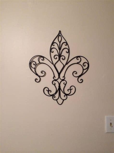 tatouage fleur de lys ideas  pinterest fleur