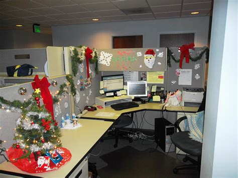 26 innovative office cubicle christmas decorating contest - Office Cubicle Christmas Decorations